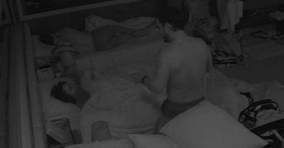 17.mar.2015 - Mariza acorda ao ser acordada por Adrilles