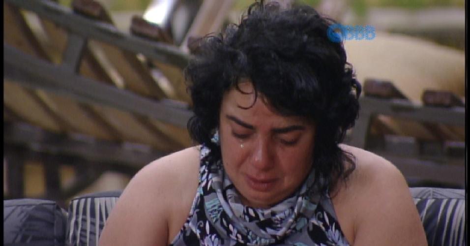 17.mar.2015 - Mariza chora depois de briga com Amanda