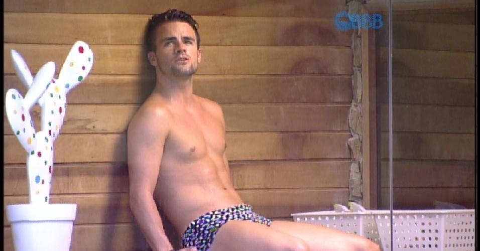 """17.mar.2015 - Rafael vai para a sauna do """"BBB15"""""""