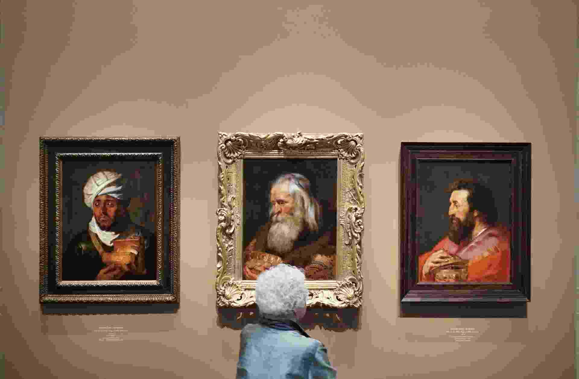 """17.mar.2015 - Retratos dos """"Três Reis Magos"""", do pintor flamenco Peter Paul Rubens, voltam a ser expostos juntos em Washington - Mandel Ngan/AFP"""