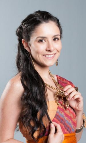 ADA (Camila Santanioni): Tudo que Ada deseja é encontrar um marido rico, ter belas joias e viver no conforto. Como sabe que tem que esperar as mais velhas se casarem primeiro, aguarda sua vez. Confidente de Betânia (Marcela Barrozo), compartilha das armações da irmã