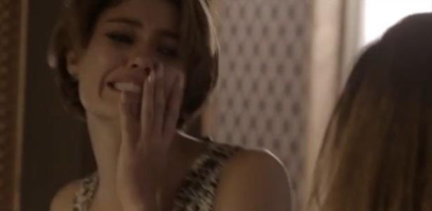 """Alice (Sophie Charlotte) leva um tapa de Inês (Adriana Esteves) ao contar que está grávida de um segurança, em """"Babilônia"""""""