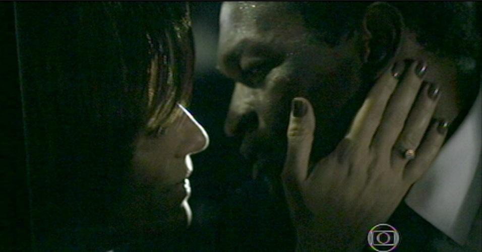 Beatriz arma um plano para matar Cristóvão. Ela atrai o amante um lugar deserto, promete que vai ajudá-lo e os dois se beijam