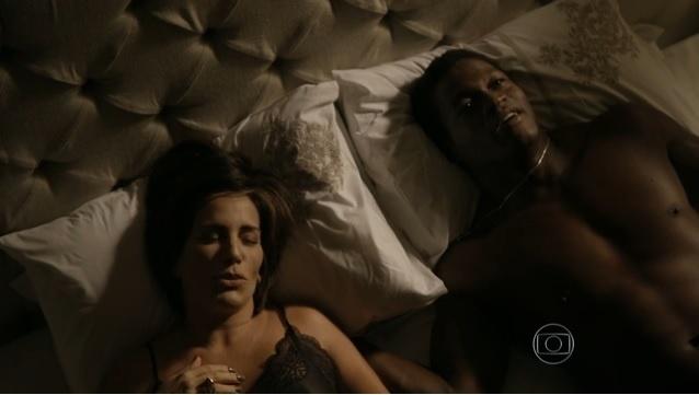 """Beatriz (Gloria Pires) e Cristóvão (Val Perré): cenas quentes na estreia de """"Babilônia"""""""