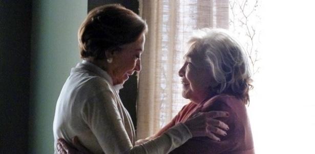 Teresa diz a Estela que as duas podem marcar a data do casamento
