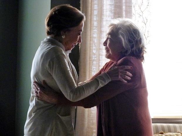 Teresa (Fernanda Montenegro) e Estela (Nathalia Timberg) vão oficializar a união de 35 anos em