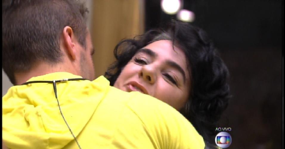 17.mar.2015 - Eliminado Rafael se despede de Mariza