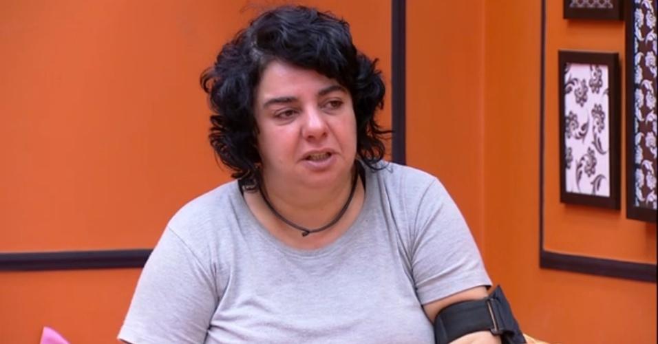 18.mar.2015 - Mariza encontra Adrilles no quarto laranja e aproveita para desabafar, dizendo ter certo receio do mundo que vai encontrar fora da casa.