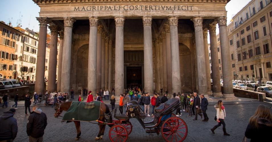 O Pantheon é uma das mais populares atrações da linda capital italiana