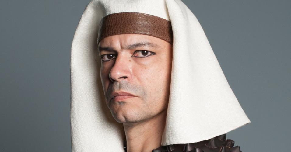 APUKI (Heitor Martinez): Truculento e vingativo, Apuki trata os hebreus com mão de ferro
