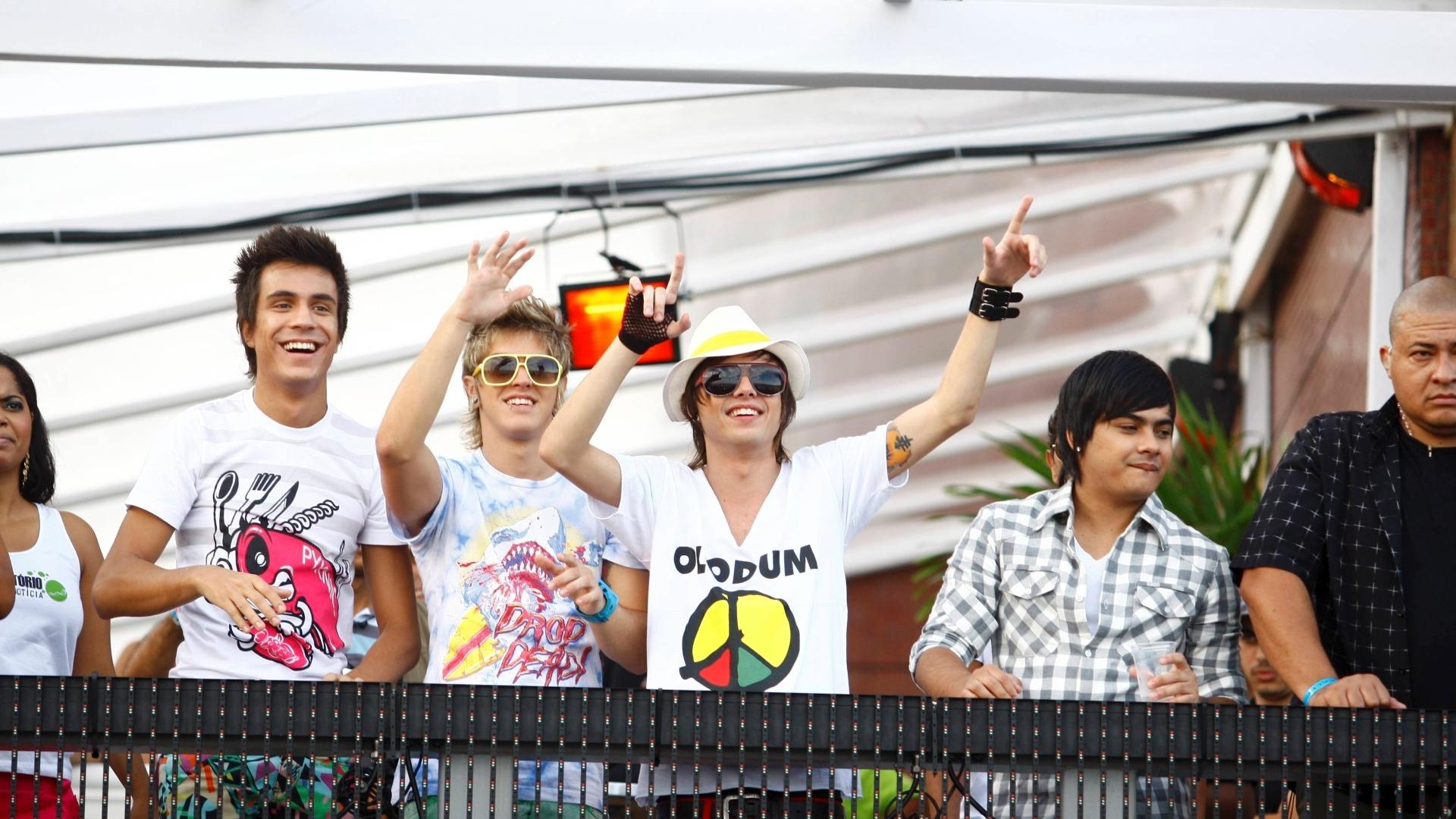 Banda Restart divide trio elétrico com o grupo Olodum durante Carnaval de Salvador, em 2011