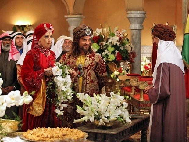 Mesmo contrariada, Samantha casa com o rei Mohammed