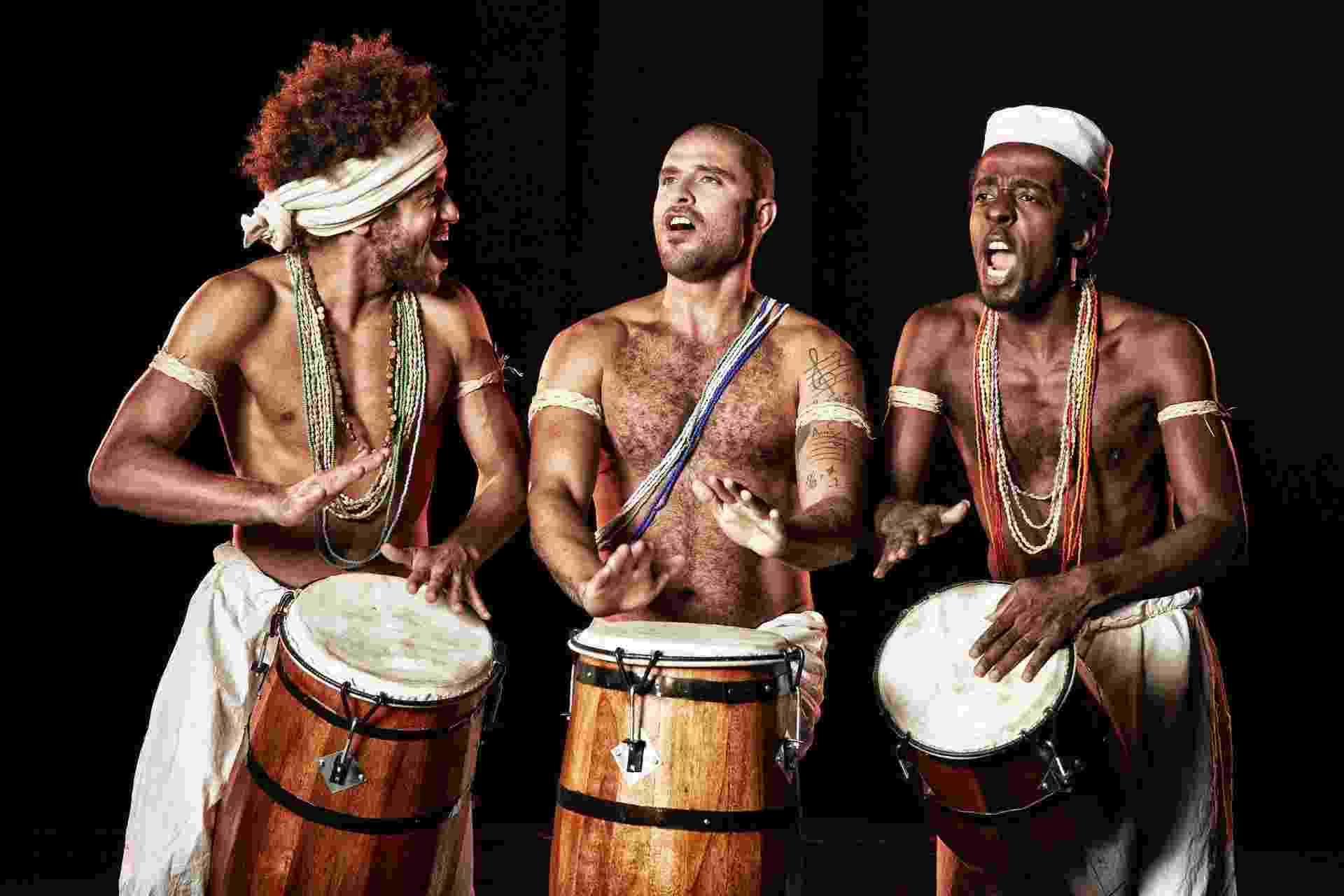 """18.mar.2015 - Diogo Nogueira faz sua estreia como ator no espetáculo musical """"Sambra"""" que comemora os 100 anos do samba - Divulgação"""