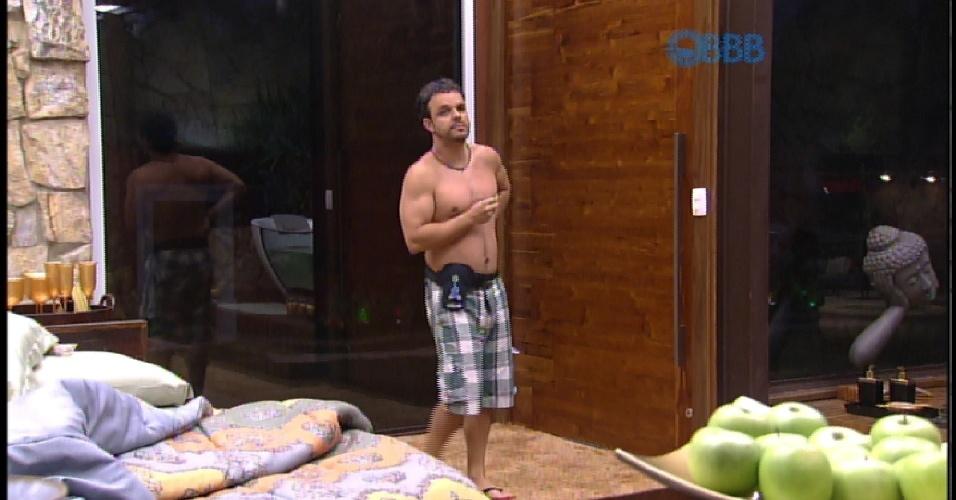 20.mar.2015 - Adrilles conversa com Amanda sobre relação com Fernando