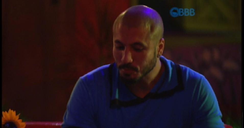 20.mar.2015 -  Fernando pergunta para Mariza e Adrilles se as últimas festas do BBB sempre ficam desanimadas
