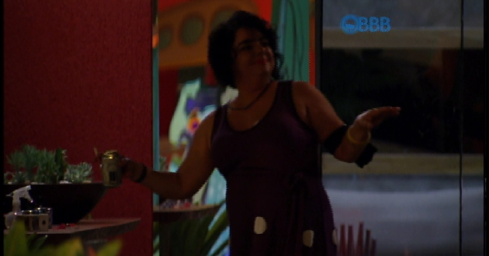"20.mar.2015 -  Mariza se empolga ao som de ""Happy"", de Pharrell Williams"