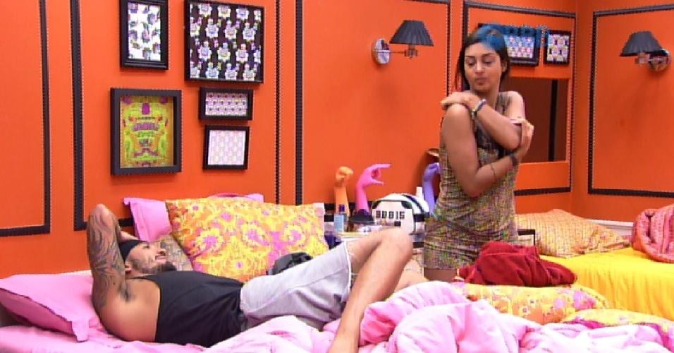 20.mar.2015 - Quando fica sozinho com Amanda no quarto laranja, Fernando reclama que os outros brothers brincaram com relação do casal.