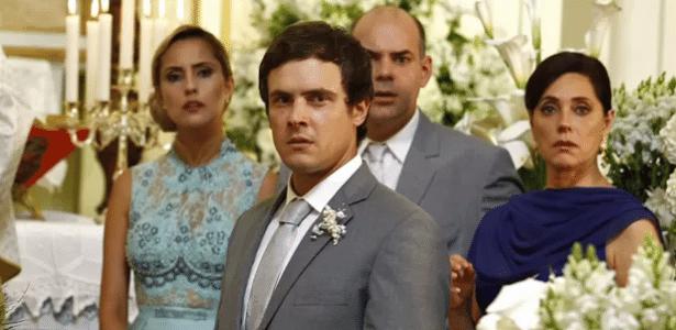 Caíque fica chocado ao ver que Laura desistiu do casamento