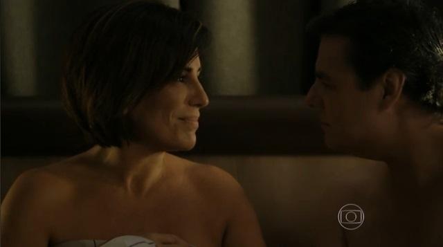 Na virada de 2005 para 2006, Beatriz fisga o milionário Evandro Rangel (Cássio Gabus Mendes)