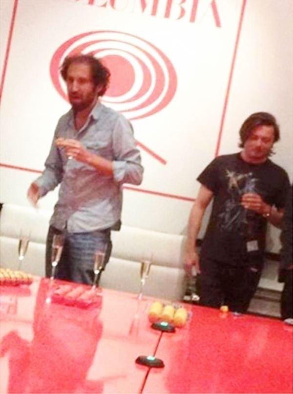 Thomas Bangalter está a esquerda e Guy-Manuel de Homem-Christo a direita. A foto foi feita há alguns anos em um estúdio da gravadora Columbia