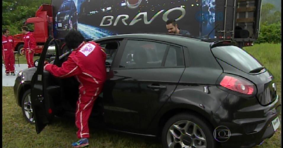 21.mar.2015 - Anjo da semana, Mariza ganha um carro