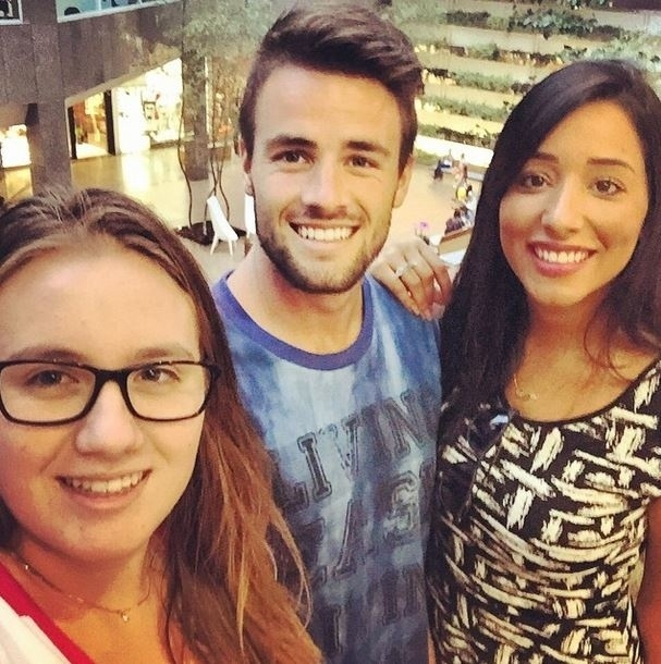 "21.mar.2015 - Oficialmente namorando fora do ""BBB15"", Talita e Rafael vão ao cinema junto com a irmã do brother"
