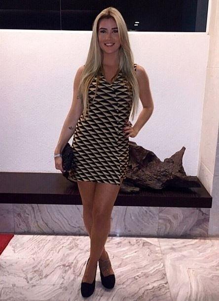 21.mar.2015 - Recém-solteira, Aline posta foto de vestido curtinho em seu Instagram