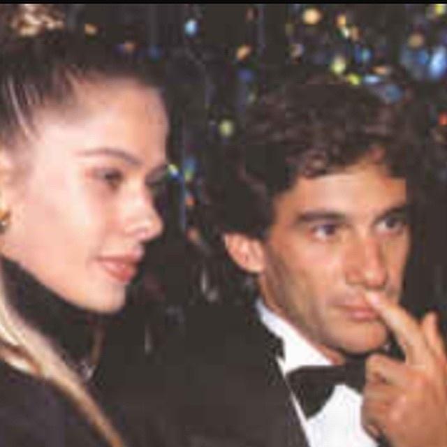 21.mar.2015- Adriane Galisteu não esquece mesmo o ex-namorado Ayrton Senna. Neste sábado (21), morto em maio de 1994, o piloto de Fórmula 1 completaria 55 anos de idade.