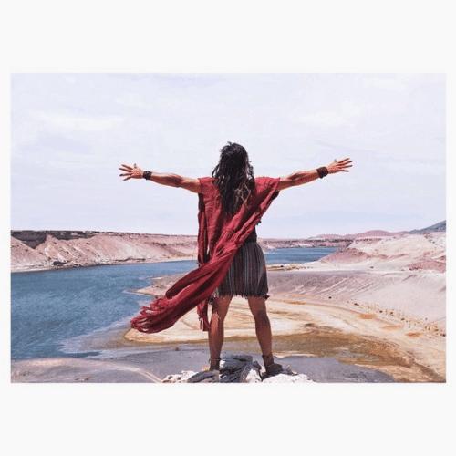 Roger Gobeth como Anrão, pai de Moisés, em uma cena no Deserto do Atacama, no Chile
