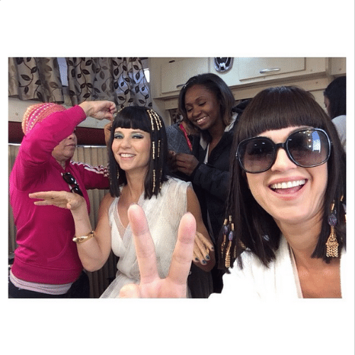 Vera Zimmerman e Adriana Garambone na maquiagem para a caracterização de suas personagens. Ela será Henutmire, a princesa do Egito que criou Moisés, e Garambone dará vida a maldosa Yunet