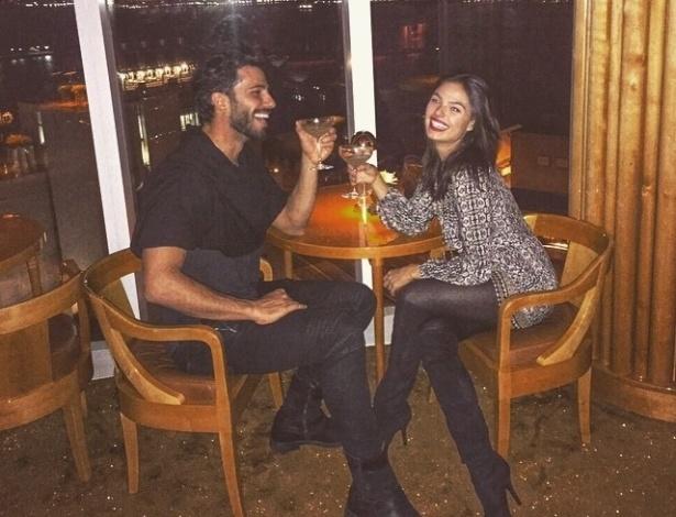 22.mar.2014- Isis Valverde só quer saber de férias depois do fim da novela
