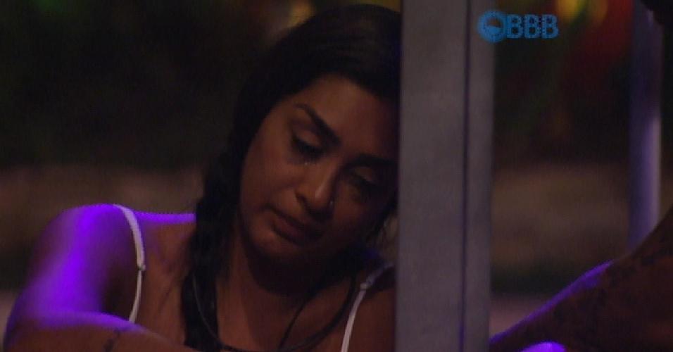 22.mar.2015 - Amanda chora e é consolado por Fernando