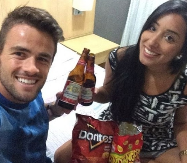 22.mar.2015 - Rafael posta foto no Intagram ao lado de Talita