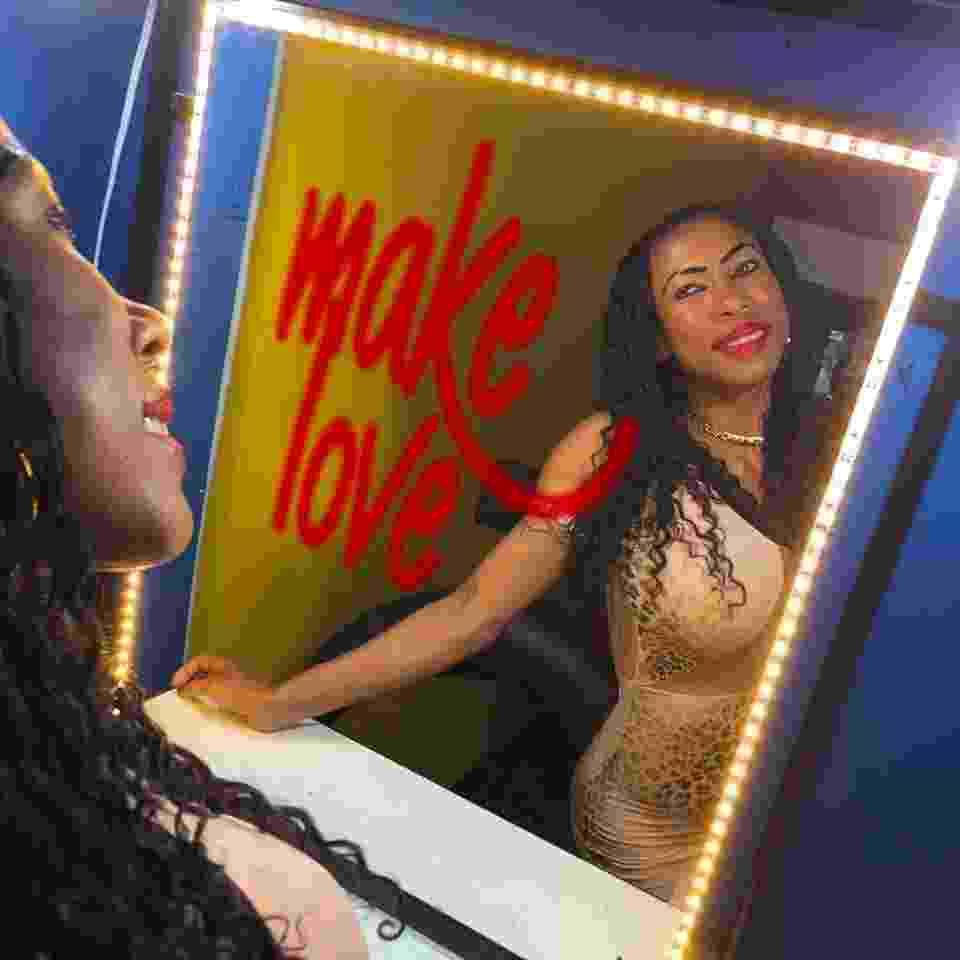 """Capa do álbum """"Make Love"""", de Inês Brasil - Reprodução/Facebook"""