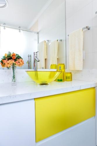 Banheiros a partir de 2,72 m² são ampliados por louças e móveis sob medida   -> Cuba Para Banheiro Amarela
