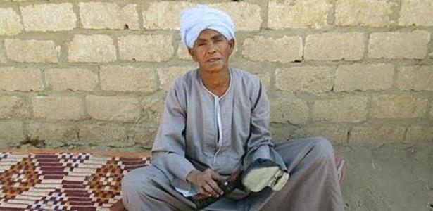 Sisa raspou a cabeça, começou a usar roupas largas e um turbante para poder trabalhar - Al Arabiya