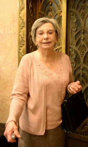 """Yolanda (Beatriz Segall): no episódio """"O Assalto"""", da série """"Os Experientes"""", ela é feita refém durante um assalto ao banco"""