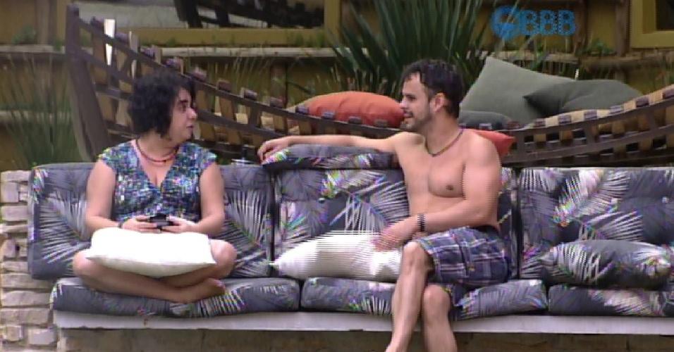 24.mar.2015 - Adrilles e Mariza conversam sobre paredão