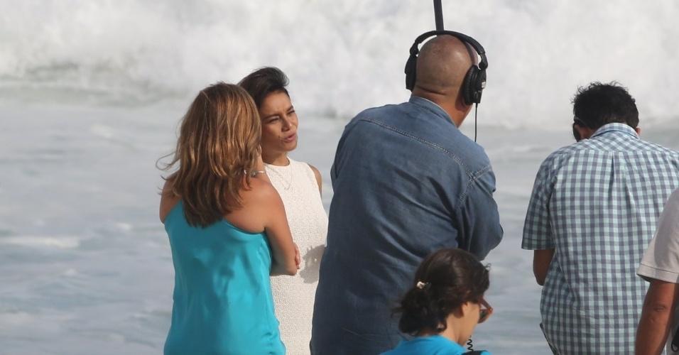 """24.mar.2015 - Cissa Guirmarães grava quadro """"Gentem como a gente"""", do novo Vídeo Show, com Dira Paes"""