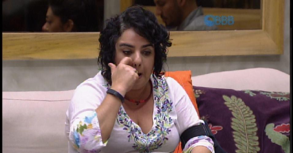 24.mar.2015 - EMparedada com indicação da líder Amanda, Mariza aguarda início do programa ao vivo, que irá anunciar o eliminado desta noite