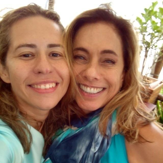 24.mar.2015 - Patricia Cupello, diretora do Vídeo Show, posta foto com Cissa Guimarães. A apresentadora retorna ao programa na próxima semana