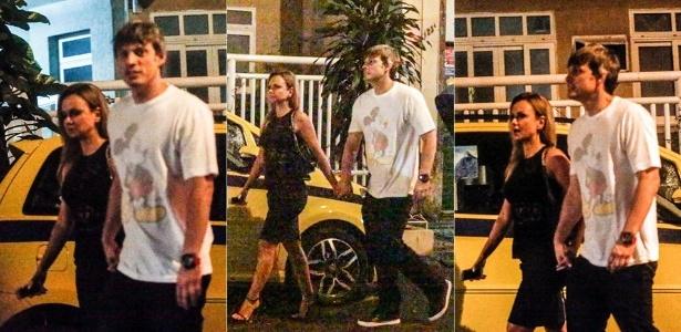 Eliana é flagrada de mãos dadas com o novo namorado, o diretor Adriano Ricco
