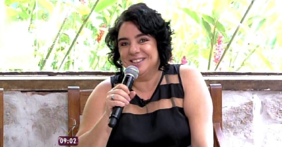 """23.mar.2015 - Nona eliminada do """"BBB15"""", Mariza conversa com Ana Maria Braga e Louro José antes de entrar no """"Mais Você"""""""