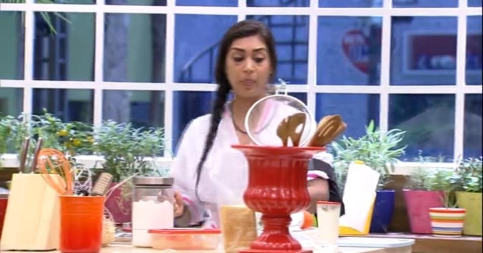 25.mar.2015 - Amanda interrompe fala de Adrilles para criticar aqueles que acham ridículo que ela acredite em príncipe encantado