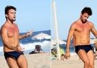 Ex-BBB Rafael exibe o corpo sarado em partida de futevôlei no Rio - JC Pereira/AgNews