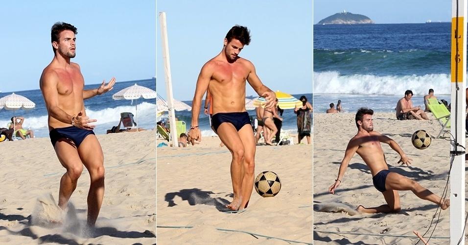 """25.mar.2015 - Desde que saiu do """"BBB15"""", Rafael tem curtido bastante o Rio de Janeiro. Sem Talita, ele é clicado jogando futevôlei na praia do Leblon, no Rio"""