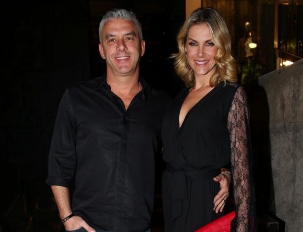 25.mar.2015 - Alexandre Corrêa e Ana Hickmann comparecem ao lançamento da coleção de uma grife em uma loja no bairro dos Jardins, na zona sul de São Paulo, na noite desta quarta-feira