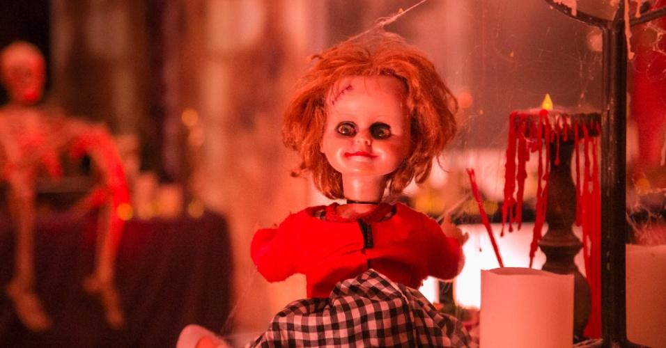 26.mar.2015 - Boneco assustador chama atenção na decoração da festa Noite Mal-Assombrada