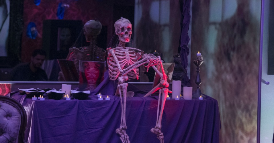 26.mar.2015 - Caveira chama atenção na decoração da festa Noite Mal-Assombrada