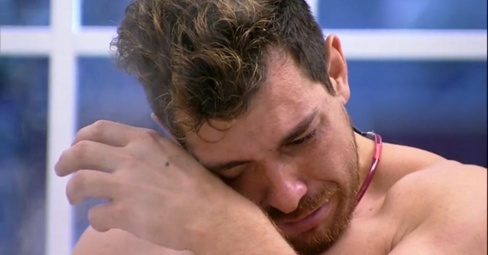 26.mar.2015 - Cézar chora ao perceber que jogou um tempero proibido para integrantes do Tá com Nada no feijão e começa a chorar.